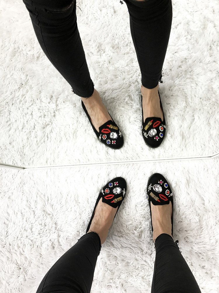 BLACK SLIP ON SHOES WITH BADGES MOCASSINS