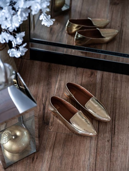 Lu Boo Gold Classic loafers in modern style Jules