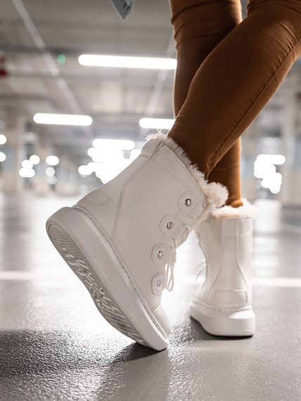 White Warm Ankle Boots with a fur